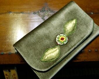 Pouch ceremony in Green Velvet flower fantasy stumpwork