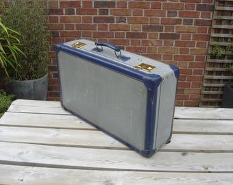 Valise en carton. Little nice suitcase. Vintage France