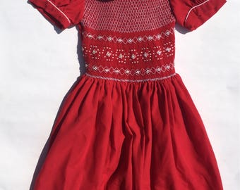 SALE Red Smocked Dress/Girls Dress Size 4/Peter Pan Collar/Christmas Dress/Red Dress White Smocking Thread/Full Skirt/Smocked Bodice