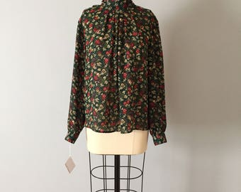 Laura And Jane forestry blouse // 80s floral forest green poet blouse // wild forest blouse