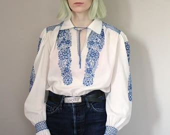 Vintage 1970's Embroidered White & Blue Peasant Blouse - Medium
