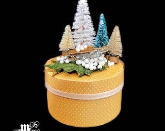 Paper Mache Box, Yellow with White Dots, Polka Dots, Sleigh, Sled, Pine Trees, Winter, Outdoors Scene, White Christmas, Vintage, Gold, Cute