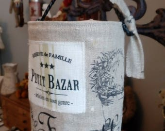 Bag has a linen string patterned topaires and writings