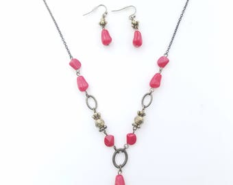 Unique and Antique! Red/Garnet Polished Stone Lariat/Y Necklace with Matching Earring Set - Victorian Style - Stamped NRT - Vintage Avon