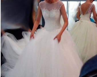 Custom tulle and lace wedding dress