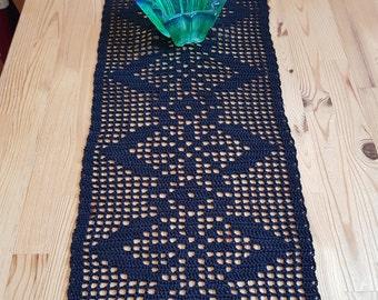 Lovely crochet table cloth - table runner - bordslöpare - duk - made to order