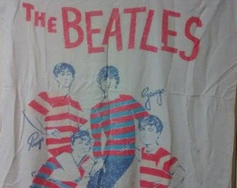 Original The Beatles Beach Towel and TWO Beatle Fan Buttons