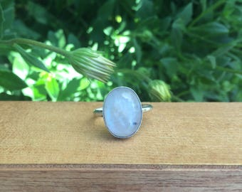 Silver Moonstone Ring / Sterling Silver Ring / Large Natural Moonstone Ring / Rainbow Moonstone Ring / Oval Moonstone Ring / Rainbow Crystal