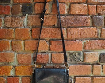 Women's 80s Perlina Black Leather Cross Body Hand Bag Purse With Adjustable Straps, Three Sections And Card Holders