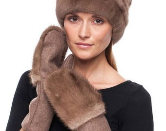 Handmade wool mittens with brown mink fur