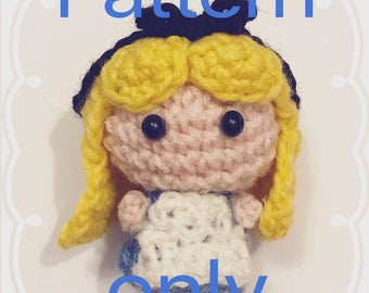 Alice in Wonderland, crochet PATTERN, english, Amigurumi, DIY, beginner friendly, handmade, wool, booklover, fairytale