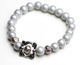 Bracelet silver gray pearls