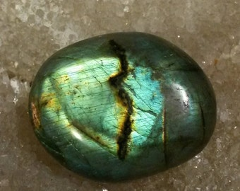 Labradorite Pebble 40.82 Gr-blue and green