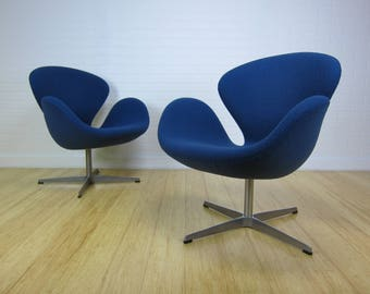 Arne Jacobsen Swan Chairs by Fritz Hansen for Knoll x2