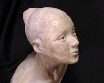 Ceramic statuette: small bust of girl - dyed purple-figurative Art