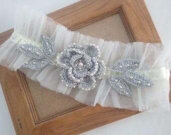 Vintage Bridal Garter, Vintage Wedding Garter Silver Garter, Tulle Garter Silver Flower, Silver Flower Garter, Silver Leaf Garter
