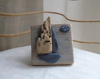 Sculpture océane , petit tableau création minimaliste en bois flotté et ardoise