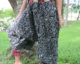Flowers With Grey  Thai Lanna Hill Tribe Fabric Women Harem Pants With Ankle Straps in Black Tribal Pants