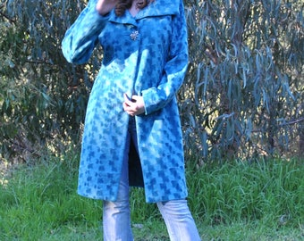 VINTAGE lined winter coat with broach button