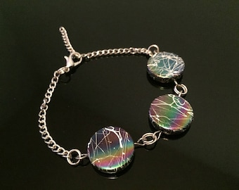 Bracelet with 3 iridescent beads