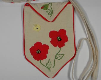 small bag in natural linen embroidered poppies to wear over the shoulder