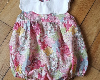 Romper liberty with boat neckline in the shape of petals