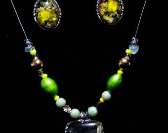 Flower necklace and earring resin set