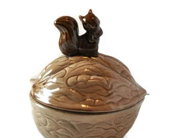 Vintage Walnut Shell Brown Squirrel Covered Nut Candy Dish Glazed Ceramic Bowl