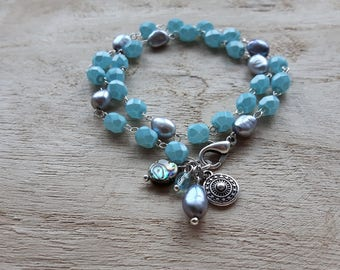 Double link bracelet of glass beads and freshwater pearl.