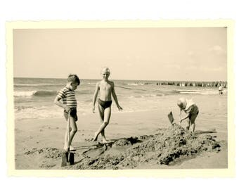Vintage photo - digging in the sand - Original Vintage Photos from PhotoTrouvee - 1950s found photo