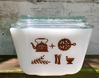 Pyrex Early American Pattern Refrigerator Dish with Lid
