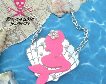 MERBABE - Laser Cut Acrylic - Seashell Necklace - Bright Pink and Silver Mirror