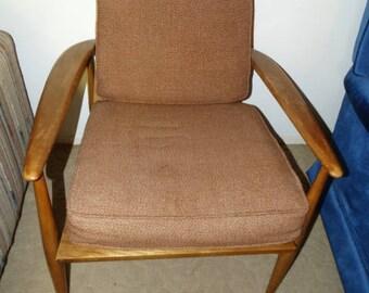 Mid Century Modern Richardson Nemschoff Lounge Chair, Sheboygan Wisconsin, Atomic Style Chair, Sloping Arms, Rattan Seat Back, Danish Style