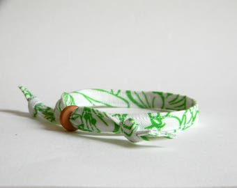 Men bracelet. Adjustable. Fabric and ceramic bracelet. Made in Italy. Green and white.