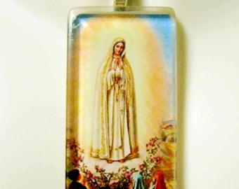 Our Lady of Fatima pendant with chain - GP01-388