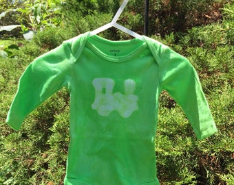 Train Baby Bodysuit, Green Train Bodysuit, Green Baby Bodysuit, Train Baby Gift, Baby Shower Gift, Green Baby Gift (3 months) SALE