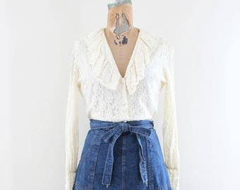 Poet Blouse Medium - Cream White Lace - Pirate Blouse - 1970s Vintage - Romantic Ruffled Boho Chic Festival Hippie