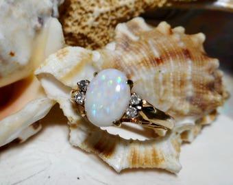14k Vintage Australian Opal and Diamond Ring 3.07grams Size 7