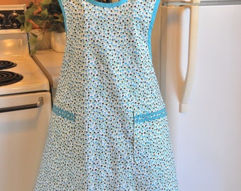 Grandma Style Size XXL Old Fashioned Apron with Tulips