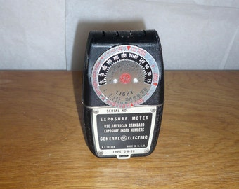 General Electric Type DW-68 Exposure Meter with carrying case and instructions 1950s