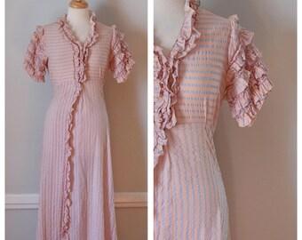 30s Robe / 40s Robe / Vintage Robe / Vintage Housecoat  / Poplin Robe / Pink / Blue / Cotton Robe / Ruffles / Long Robe / Size Extra Small