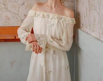 Women Bohemian Vintage Floral White Dress, Off-shoulder dress, ruffled dress, Boho dress, Hippie dress, Victorian dress, Romantic top, loose
