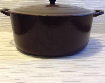 Le Creuset Cast Iron Enamel Dutch Oven Pan.  Large, G.  La Mama.  Brown & Cream Enamel.  Mid century, Eames era. France. Vintage  1960