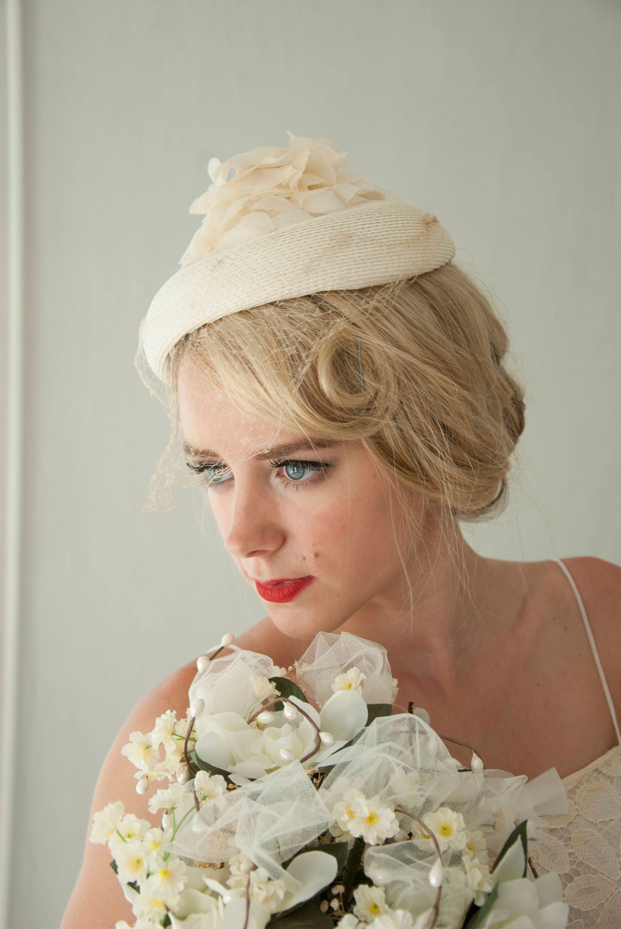 Vintage White Floral Veil Hat Organza Floral Pillbox Netting Ivory 1950s Wedding Formal Pin
