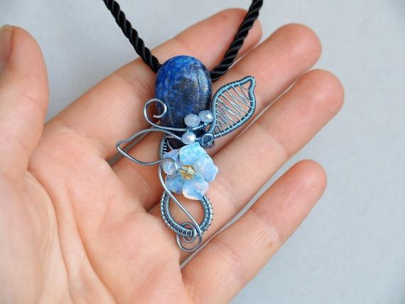 Lapis Lazuli with Opalite flower