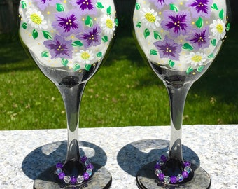 Wine Glasses Hand Painted Lavender and White Flowers and Wine Glass Charms Set of 2-12 oz Summer Glasses, Wedding Gift, Birthday Gift