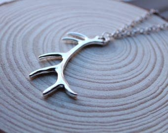 Antler Horn Skull Taxidermy Deer Reindeer Elk Steel Necklace