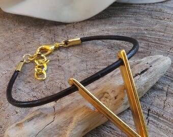 Chevron bracelet. Woman's leather bracelet. Geometric bracelet. V bracelet. Leather charm bracelet. Stacking bracelet.