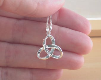 """925 Silver Celtic Knot Pendant & 18"""" Sterling Silver Chain/Celtic Jewellery/Celtic Necklace/Celtic Jewelry/Celtic Knot Necklace/925 Celtic"""