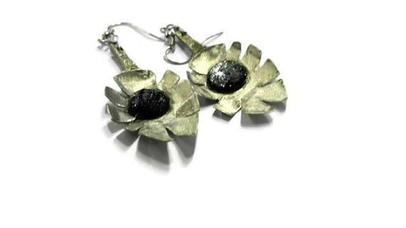 Vintage spoon leaf shape dangle earrings with black beads